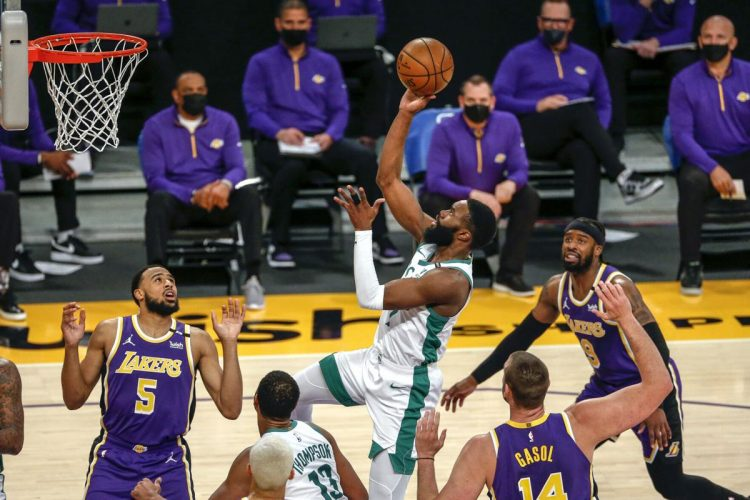 Jaylen Brown anota 40, Celtics vencieron a Lakers 121-113